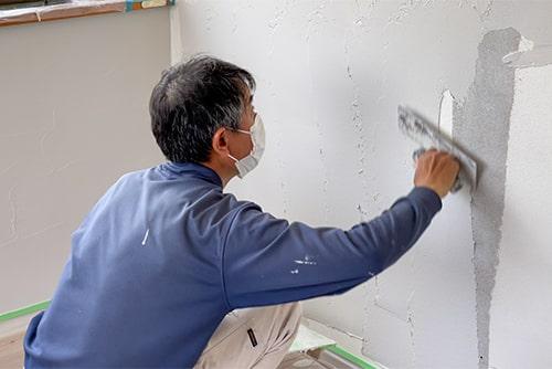 壁を塗るイメージ